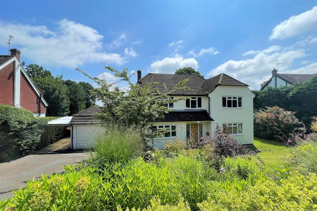 Thumbnail Detached house to rent in Hurst Close, Hook Heath, Woking