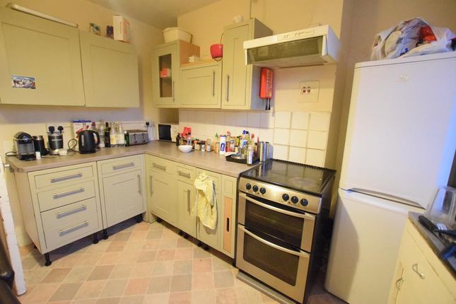 Thumbnail Flat to rent in Kennington Lane, London