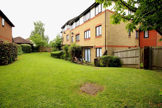 Thumbnail Flat to rent in Louvain Road, Greenhithe