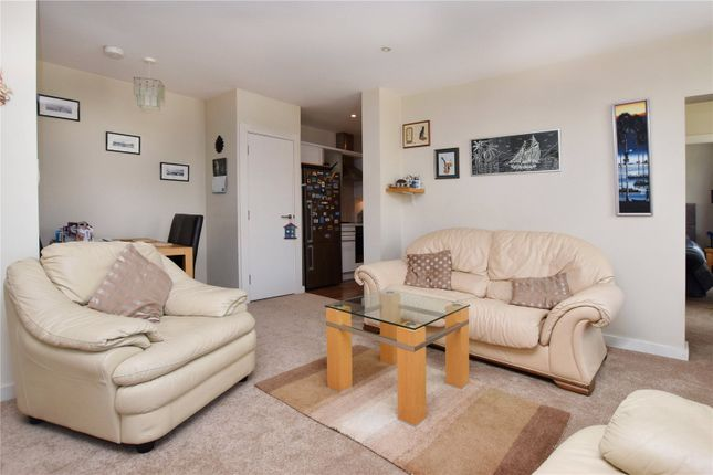 Picture No. 09 of North West Apartment, 25 Woodford Road, Watford, Hertfordshire WD17