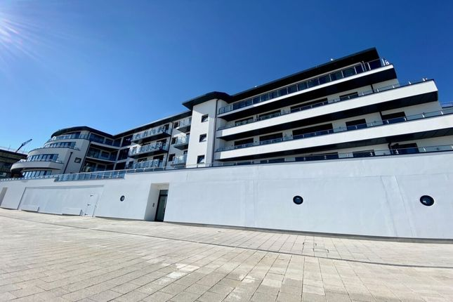 Thumbnail Flat to rent in Beach Drive, Ramsgate, Kent