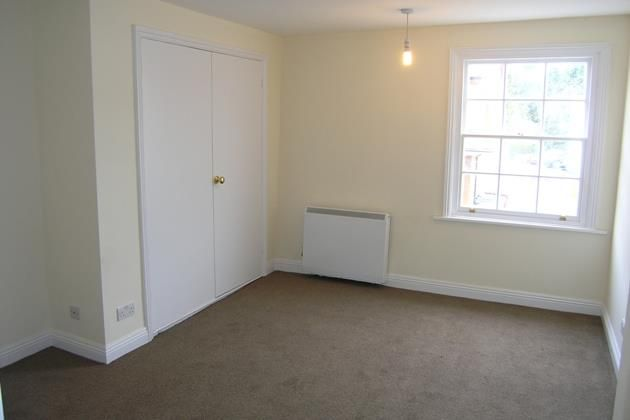 18A Reading Road Bedroom