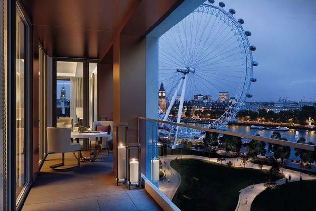 Balcony of Luxurious Riverside Apartment, Belvedere Gardens, London SE1
