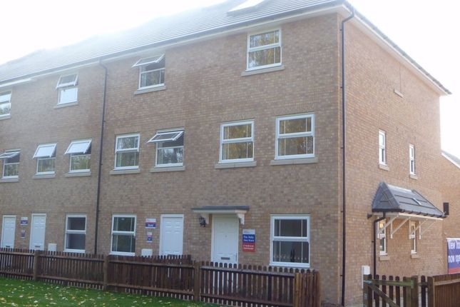 Thumbnail Town house to rent in Eagle Road, Cippenham, Berkshire