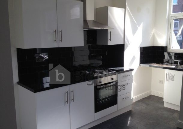Thumbnail Terraced house to rent in 17 Royal Park Terrace, Hyde Park, Three Bed, Leeds