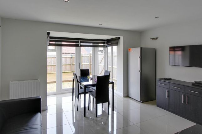 Thumbnail Flat to rent in Whitelands Way, Bicester