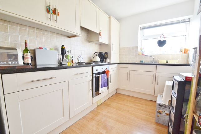 Thumbnail Flat to rent in Park View Court, Roundhay, Leeds