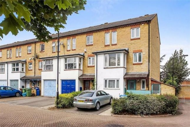 Thumbnail Flat to rent in Keats Close, Borough