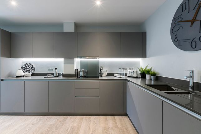 2 bedroom flat for sale in Scotland Green, London