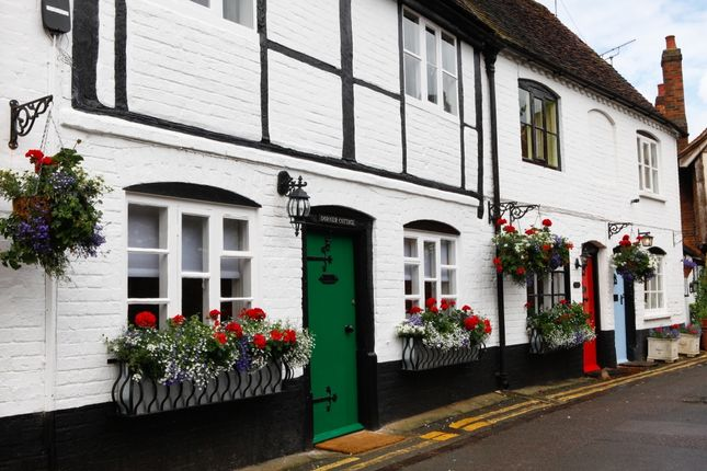 Thumbnail Cottage to rent in Church Lane, Bray, Maidenhead