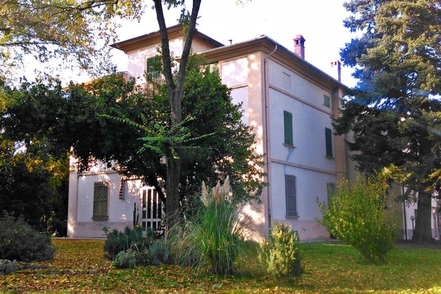 5 bed villa for sale in Via Pisacane, Imola, Bologna, Emilia-Romagna, Italy