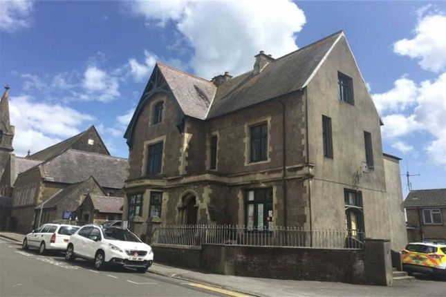 Commercial property to let in Warren Street, Tenby, Pembrokeshire