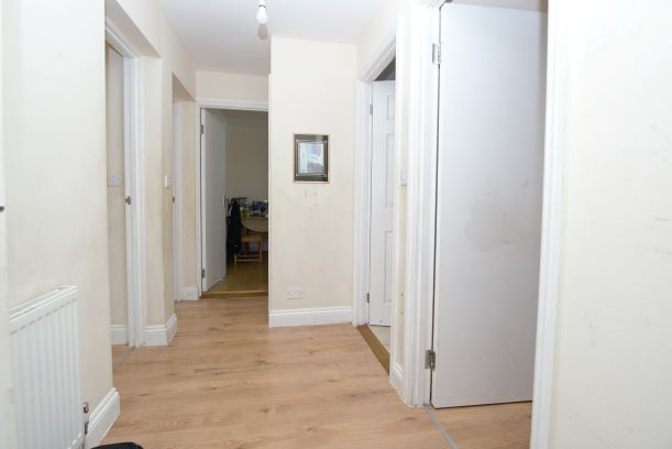 2 bed flat to rent in Bromley Hill, London BR1