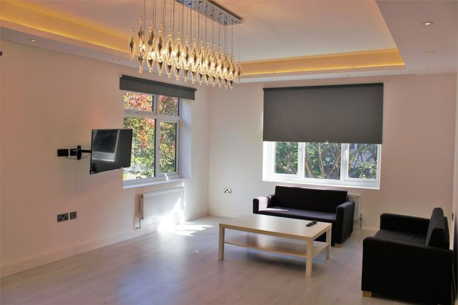 Thumbnail Flat to rent in Southfield Road, London