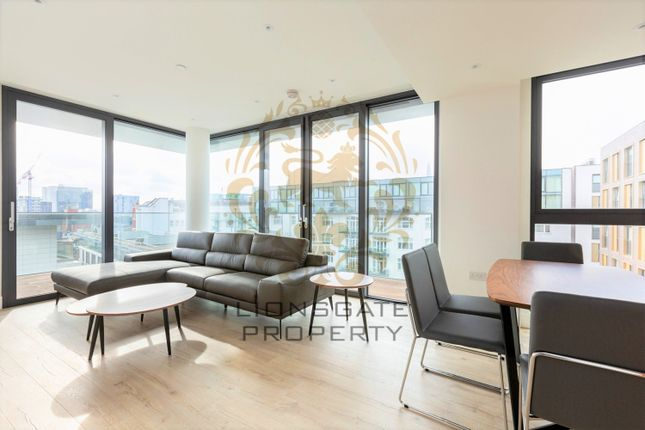 3 bed flat to rent in Perilla House, Stable Walk, London E1