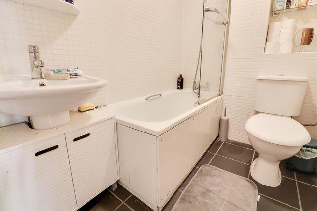 Bathroom of Bankfoot, Badgers Dene, Grays RM17