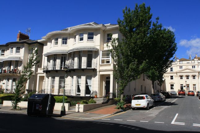 2 bed flat to rent in Lansdowne Place, Hove BN3