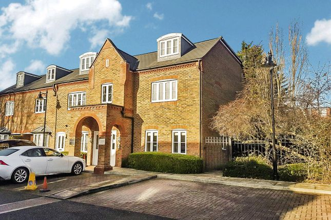 Thumbnail Flat to rent in Kingsleigh Close, Brentford