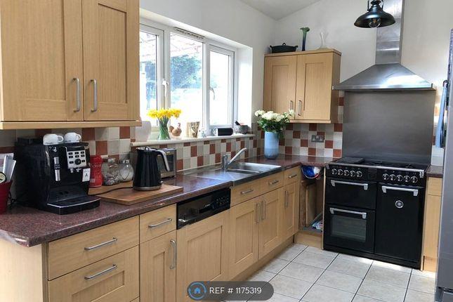 Room to rent in Garth Road, Morden SM4