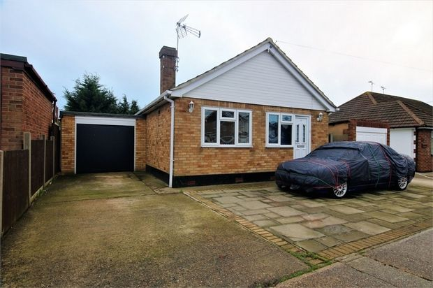 1 bed detached bungalow for sale in Tongres Road, Canvey Island, Essex
