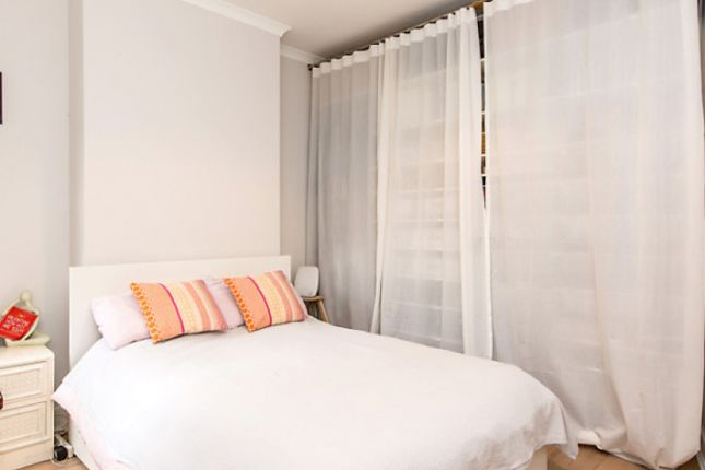 Room to rent in Ambleside Road, London NW10