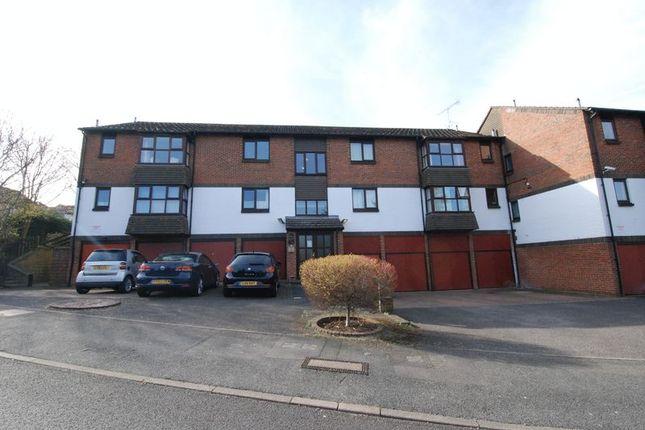 Thumbnail Flat to rent in Mitchell Road, Farnborough, Orpington