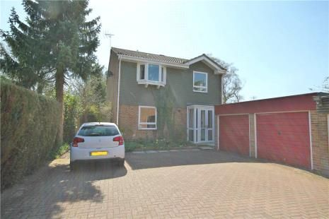 Thumbnail Detached house to rent in Royal Drive, Epsom