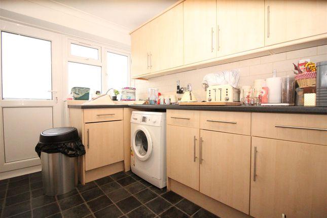 Thumbnail Flat for sale in Ladyshot, Harlow