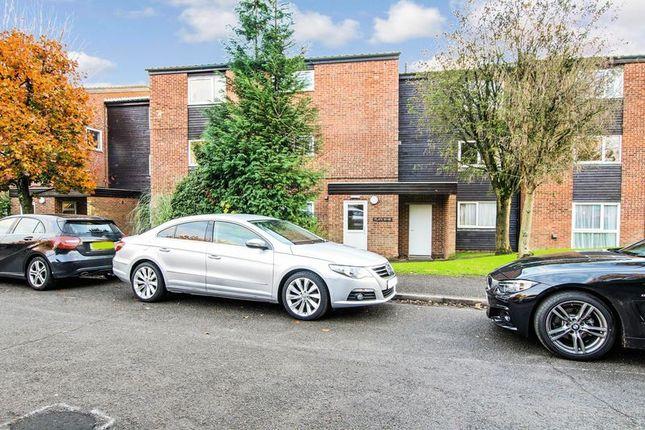 Thumbnail Flat to rent in Gilligan Close, Horsham