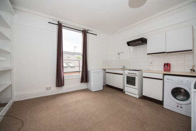 Thumbnail Flat to rent in Mapperley Road, Nottingham