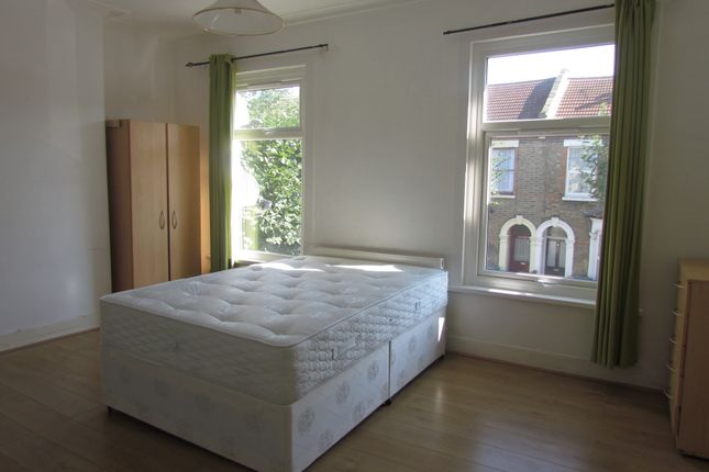 Room to rent in Warwick Road, Startford And Newham