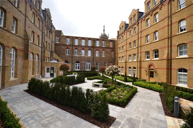 Thumbnail Flat to rent in Cambridge Court, 3 Holborn Close, London