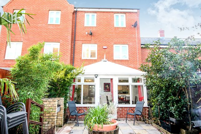 Thumbnail Town house for sale in Roper Close, Colchester
