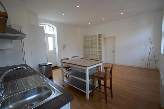Flat to rent in Palmeira Yard, Holland Road, Hove