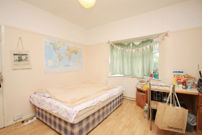 Thumbnail Room to rent in Taylors Green, East Acton