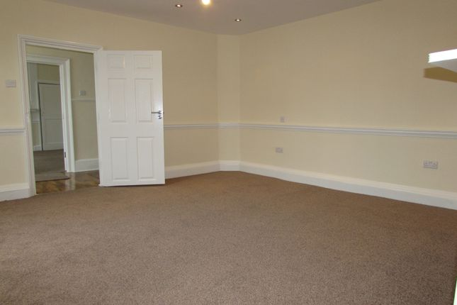 Thumbnail Flat to rent in Upton Road, Slough