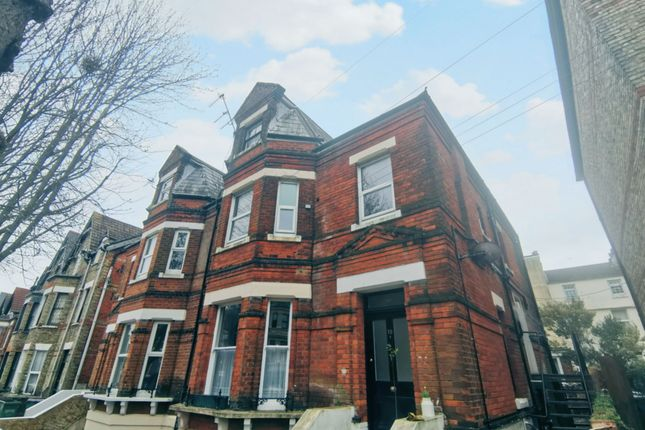 2 bed flat to rent in Connaught Road, Folkestone CT20