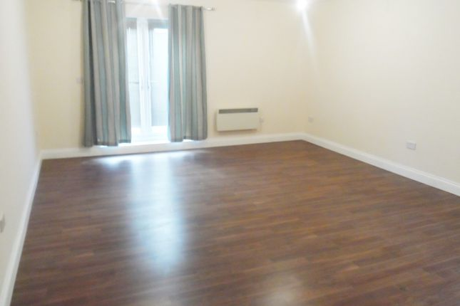 1 bed flat to rent in Lower Road, Sutton