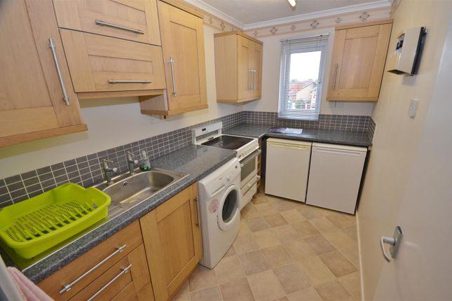 Kitchen of Penda Close, Luton LU3
