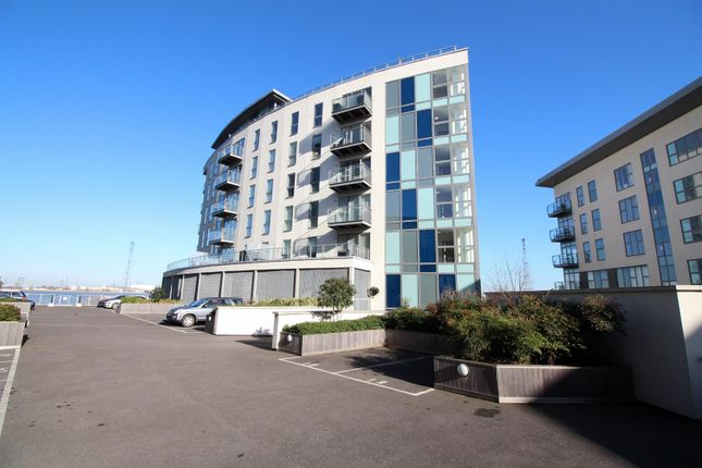 Thumbnail Flat for sale in Wainwright Avenue, Greenhithe