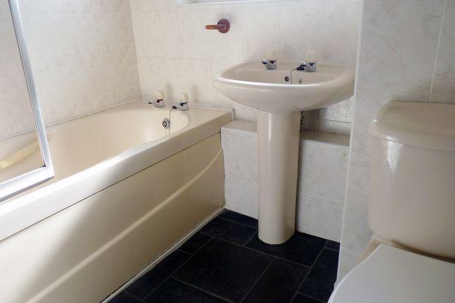 Bathroom of Ayton Park South, Calderwood, East Kilbride G74