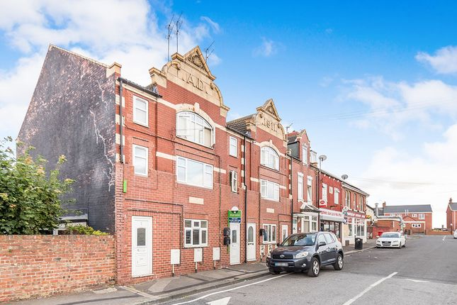 2 bed flat to rent in Market Street, Highfields, Doncaster DN6