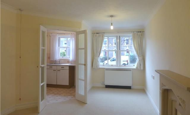 Thumbnail Flat to rent in Avongrove Court, Staplegrove Road, Taunton, Somerset