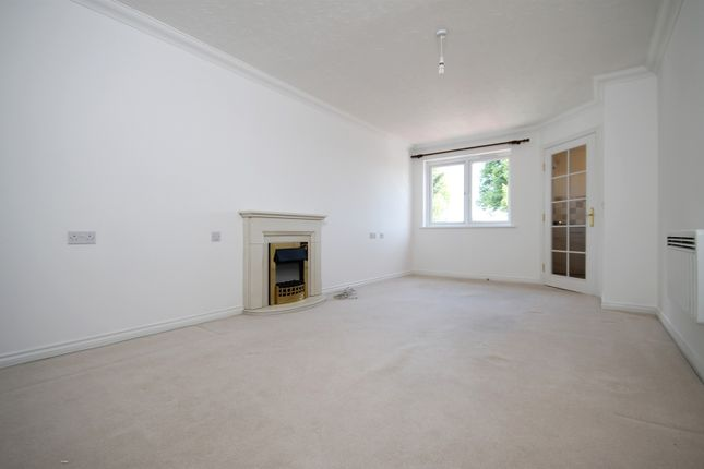 Thumbnail Flat to rent in Spitalfield Lane, Chichester