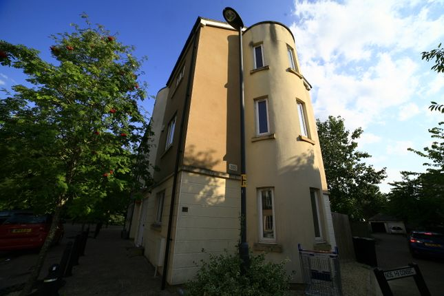 5 bed town house to rent in Jekyll Close, Stoke Park, Bristol BS16