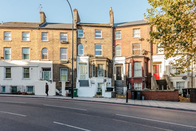 2 bed flat for sale in Devonshire Road, London