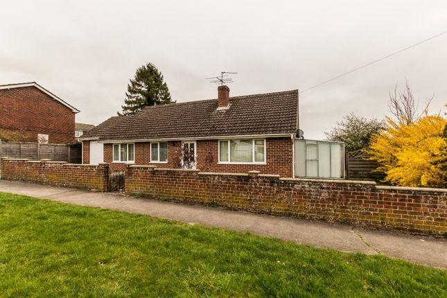 Thumbnail Bungalow to rent in Wyndham Road, Newbury