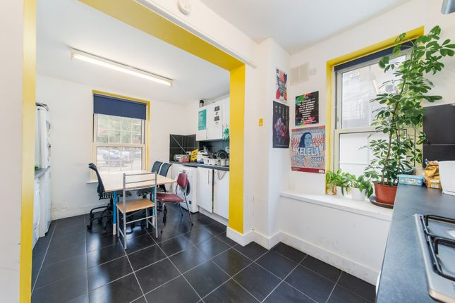 Thumbnail Flat to rent in County Street, London