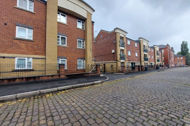 Flat to rent in Clivedale Place, Bolton