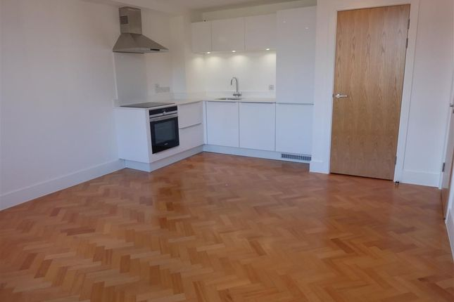 Thumbnail Flat to rent in Parkway, Chelmsford